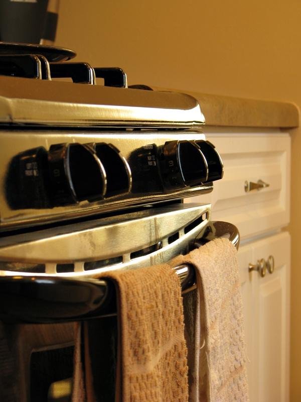 Плиту и духовку необходимо мыть регулярно